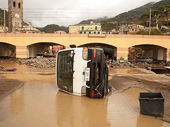Near the railway bridge in Monterosso (flooding, 2011), Italy